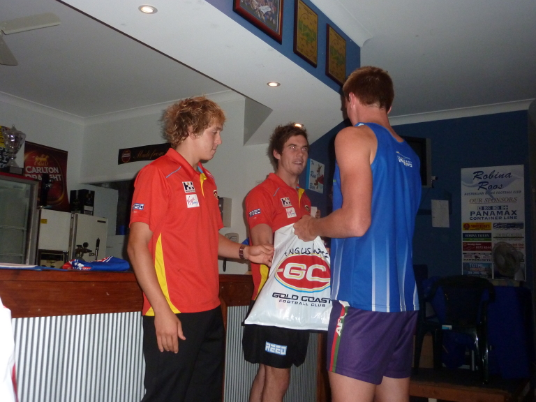 gold coast suns jumper. Gold Coast SUNS players,